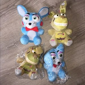 2 Five Nights At Freddy's collectible plushies